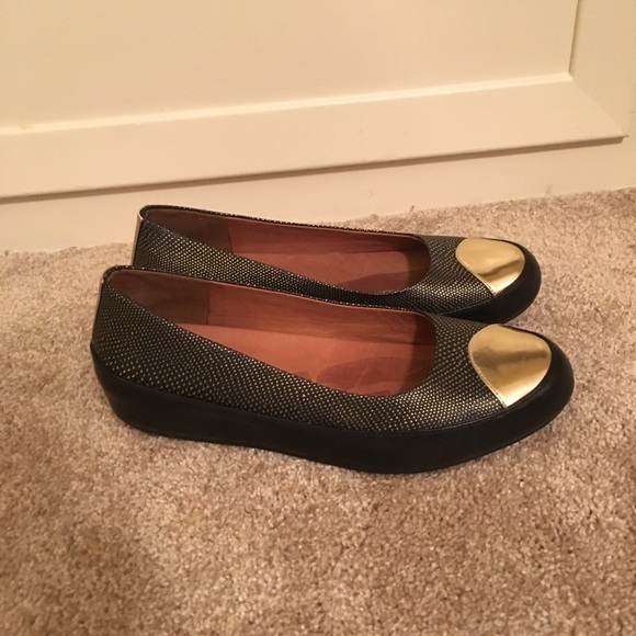 e3f2af2815806c Size 11 FitFlop black   gold flats w comfort sole